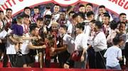 Quang Hải, Duy Mạnh 'ngất ngây' cùng Hà Nội FC nâng cúp vô địch V.League