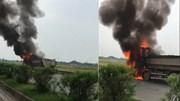 Hà Nam: Xe tải bốc cháy dữ dội trên Quốc lộ 21B