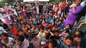 Người dân Palu, Indonesia trở lại cuộc sống thường nhật giữa đống đổ nát
