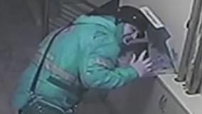 Người giao hàng đối mặt 18 năm tù vì nhổ nước bọt vào pizza của khách