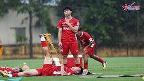 Xem tuyển Việt Nam hào hứng tập buổi đầu tiên chuẩn bị AFF Cup 2018