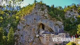 Khám phá lâu đài Robin Hood 'ẩn mình' trong vách núi cheo leo