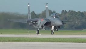 Tiêm kích tàng hình F-22 'tan tác' vì siêu bão
