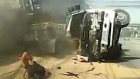 2 mẹ con thoát chết sau tai nạn thảm khốc