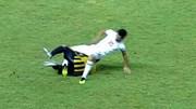 Cầu thủ U19 Malaysia phạm lỗi thô bạo khiến đối thủ gãy chân