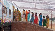 Điều kỳ diệu trên 'chuyến tàu Sự Sống' của 900 triệu người Ấn Độ