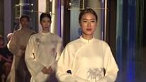 Á hậu Thuý Vân làm vedette ấn tượng với trang phục từ tuồng cổ