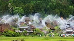 Làng cổ Nhật Bản: Khi phòng cháy chữa cháy trở thành nghệ thuật hút khách