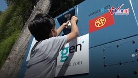 Người dân Thủ đô thích thú với máy lọc nước từ không khí ở Hồ Gươm