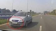 Ô tô đi ngược chiều 'cưỡng ép' xe khác nhường đường trên Đại lộ Thăng Long