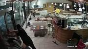 Bão to, sóng lớn ập vào nhà hàng cuốn trôi nhân viên