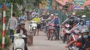 Lạ lùng đoàn trăm xe máy đi ngược chiều để 'chấp hành luật ATGT'