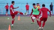 Sân như bê tông, tuyển Việt Nam tập nhẹ trong buổi đầu tại Lào