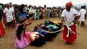 5000 phụ nữ xếp hàng để nhận đòn roi từ pháp sư vì trừ tà