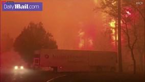 Cháy rừng dữ dội ở Mỹ, khiến hàng trăm người mắc kẹt