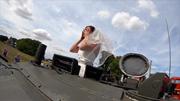 Chú rể 'chơi nổi' với màn rước dâu bằng xe tăng