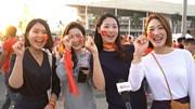 Những cô gái Hàn Quốc đến Mỹ Đình cổ vũ Việt Nam