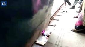 Mẹ đánh rơi con gái 1 tuổi xuống đường ray khi tàu đang chạy qua