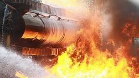 Xe bồn chở xăng gây cháy cả khu phố, hàng chục người thương vong