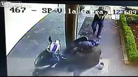Đang nghe điện thoại, cảnh sát vẫn rút súng bắn gục tên cướp giữa phố