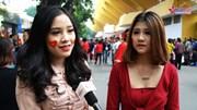 Fan nữ cuồng nhiệt mong chờ thủ môn Bùi Tiến Dũng ra sân