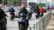 Hà Nội lập rào cọc sắt ngăn xe máy ngược chiều trên vỉa hè đường Tố Hữu