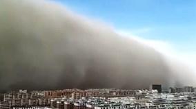 Bão cát 100m tấn công thành phố ở Trung Quốc như trong phim 'Xác ướp'