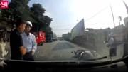 Hành động đẹp của hai tài xế sau khi va chạm giao thông