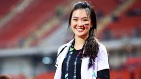 Vì sao người đẹp 'hoa hậu' trở thành bác sĩ của ĐT Thái Lan ở AFF Cup?