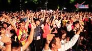 Hồ Gươm hóa 'chảo lửa', ngàn CĐV hừng hực cổ vũ Việt Nam đấu Philippines