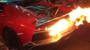 """Siêu xe Lamborghini cháy ngùn ngụt khi nẹt pô """"đi bão"""""""