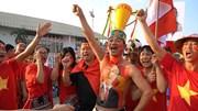 Mỹ Đình hóa sàn diễn thời trang độc dị trước giờ VN đấu Philippines