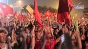 CĐV nhảy múa tưng bừng mừng bàn thắng của Quang Hải, Công Phượng