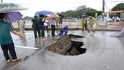 'Hố tử thần' sâu hoắm xuất hiện giữa thành Vinh sau trận mưa lớn xuyên đêm