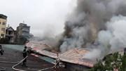 Cháy rụi kho hàng tết sau chợ Vinh