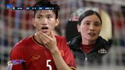 Bố mẹ Văn Hậu xót con bị thúc vào cằm, dặn con kiềm chế khi đấu Malaysia
