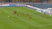 Văn Lâm cản phá xuất sắc pha đá phạt của đội chủ nhà