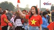 Nữ cổ động viên đẹp như hoa hậu đến Mỹ Đình cổ vũ chung kết AFF Cup