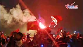 Hà Nội bừng sáng giữa đêm, triệu con tim hân hoan mừng Việt Nam vô địch