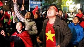 CĐV vây kín khách sạn La Thành chờ đón thầy Park và tuyển VN