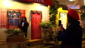 Bất ngờ con đường 'check- in' Giáng sinh như Paris giữa lòng Hà Nội