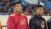 Lục Xuân Hưng chống nạng buồn rầu, rơi nước mắt chia tay ASIAN CUP 2019