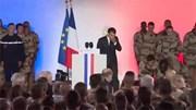Lính Pháp ngất xỉu sau khi Tổng thống Macron phát biểu