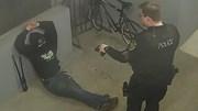 Tên trộm bịt mặt 'thong thả' cắt khóa trộm xe ngay trước cửa đồn cảnh sát
