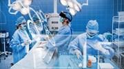 """Kính thực tế ảo """"xâm nhập"""" mạnh mẽ vào các phòng phẫu thuật"""