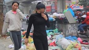 Hà Nội 'ngạt thở' vì rác chất thành 'núi' khắp các phố