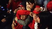 CĐV khóc ngất sau cú sút của Bùi Tiến Dũng giúp Việt Nam hạ gục Jordan