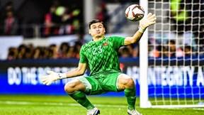 Pha cứu thua cực xuất sắc của thủ môn Đặng Văn Lâm