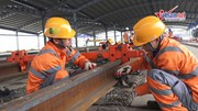 Đường sắt đô thị Nhổn - Ga Hà Nội bắt đầu lắp đặt hệ thống đường ray