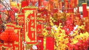 Những khu chợ nổi tiếng chứa đầy hương Tết của người Hà Thành